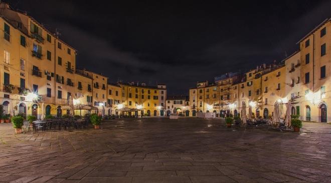 Piazza dell'Anfiteatro - Lucca, foto di Immagini e Musica di Peter